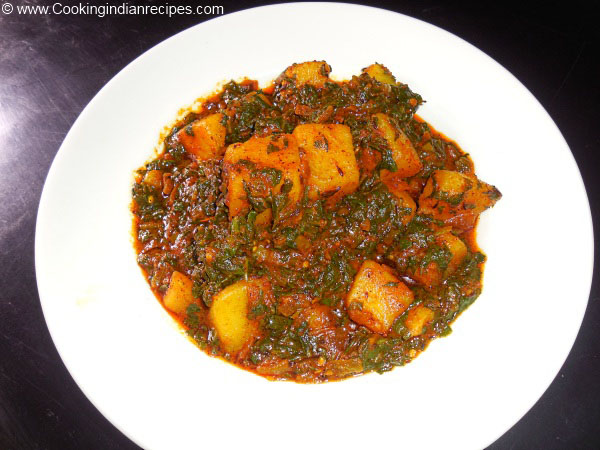 Aloo Palak ki Sabji. Indian Curry Recipe. Healthy Indian Curry Recipe.